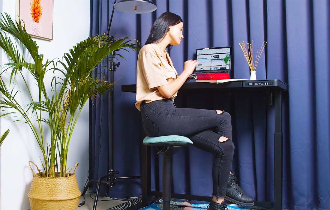 5 Reasons How Standing Desks Conquer Neck and Back Pain